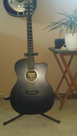 000CXE BLACK Martin Acoustic Electric w/hard case -