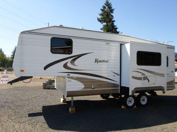 05 Komfort 5th Wheel 26ft for Sale in Salem Oregon