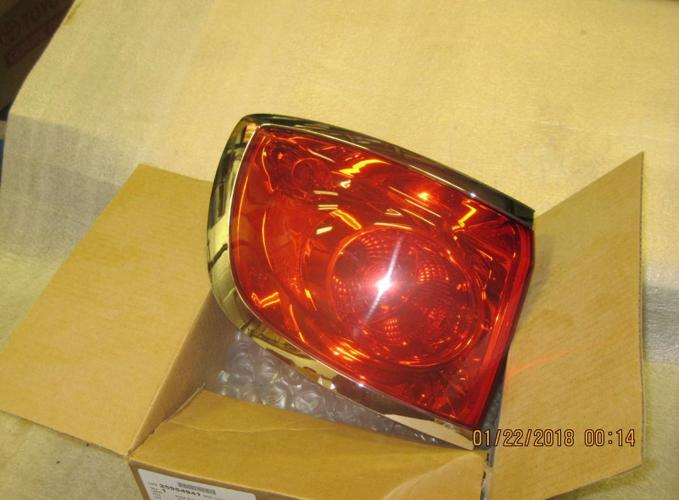 08-12 Buick Enclave LH tail light #1