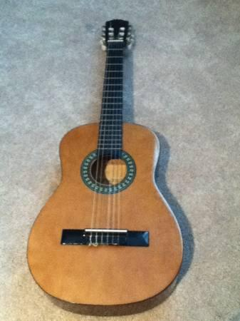 1 2 size used lucida classical guitar for sale in carbondale illinois classified. Black Bedroom Furniture Sets. Home Design Ideas