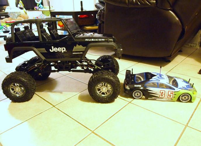 1/4 scale RC CRAWLER - Jeep Wrangler Rubicon - $450