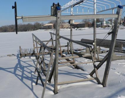 $1,500, Shoremate Pontoon Boat Lift, 2500lb, Cantilever Style, Nice Shape