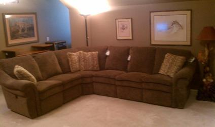 $1,600 Brand New La Z Boy 4 Piece Sectional With TWO