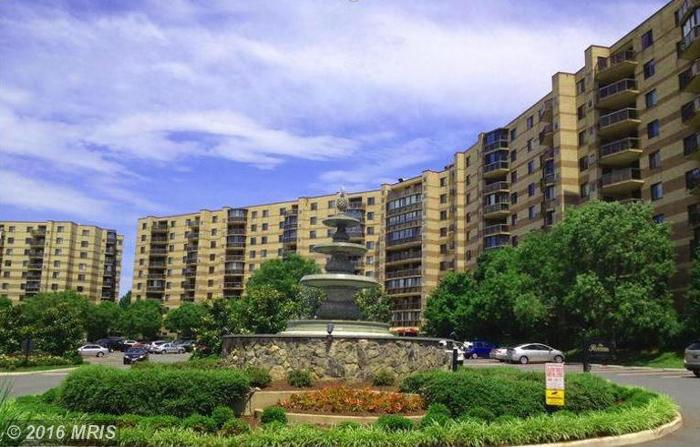 1 Bed 1 Bath Condo 8380 GREENSBORO DR #802