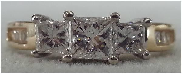 *(* 1 Carat Gorgeous 3-Stone Diamond Princess Cut Ring!