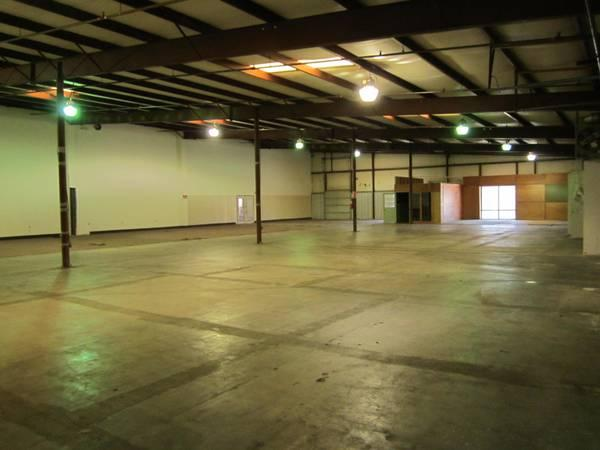 10 000 sq ft showroom warehouse great price for sale in