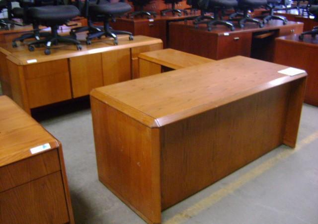pre owned office desk commercial l shape desk w drawer oak finish 8533 long point rd near. Black Bedroom Furniture Sets. Home Design Ideas