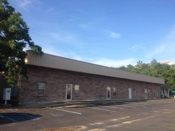 $1000 / 1500ft² - Office/Warehouse/Flax Space for RENT