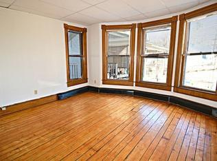 $1000 / 2br - 1130ft2 - 2 br (Hardwick) & 1 Bath walk