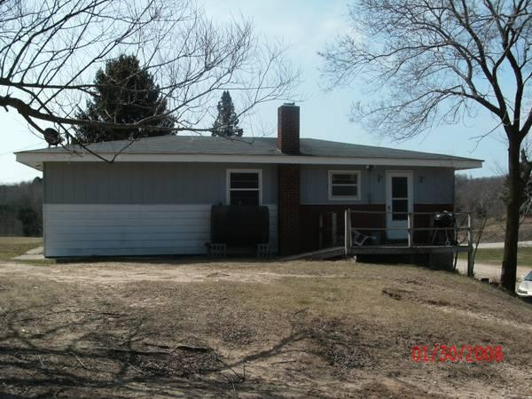 3br 2048ft ranch style 3 bdr 1 bath house w 4 for Bath house michigan