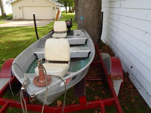 12 Aluminum Fishing Boat With 7 5 Hp Motor Runs Great For Sale In Jackson Michigan Classified Americanlisted Com