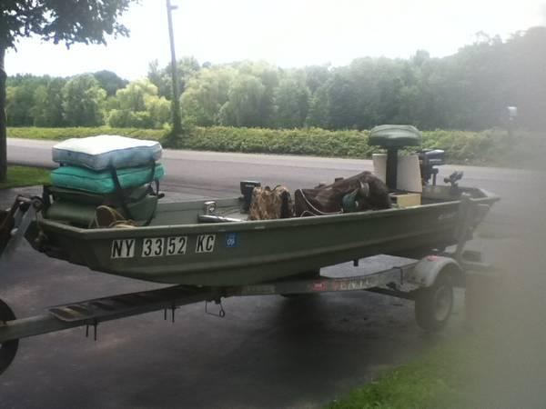 12 FT Alumacraft Boat + accessories - $1000