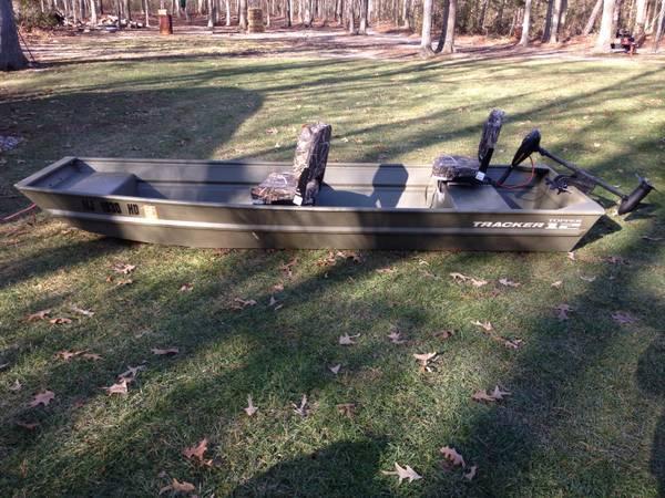 12' tracker Jon boat - $800