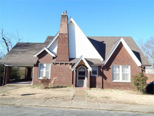 120 Poplar Ave South 3972 sq. ft. Single-Family Home