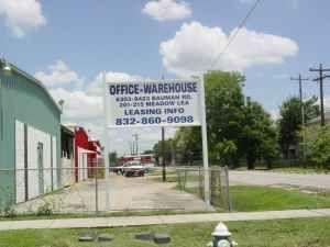 $1200 / 4000ft² - WAREHOUSE & OFFICES - FENCED IN YARD! FREE RENT! (45 N. AIRLINE/TIDWELL) (map)
