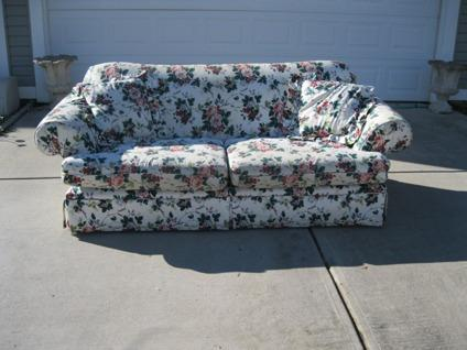 Obo Alan White Full Sofa Couch Floral Print Near Mint For