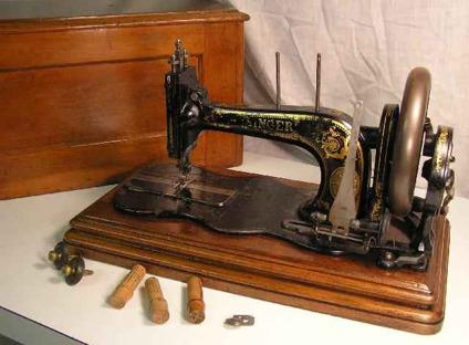 Home And Garden For Sale In Waterbury Connecticut Gardening Simple New Hand Crank Sewing Machine