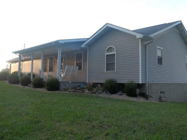3br 1450ft 3 bedroom house with full basement for