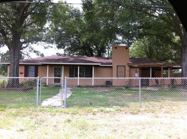 3br 1600ft 3 1 5 brick w carport on 1 2 acre for sale for Brick carport