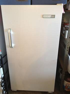 13.3 cu ft Upright Freezer ~ Montgomery Wards Signature