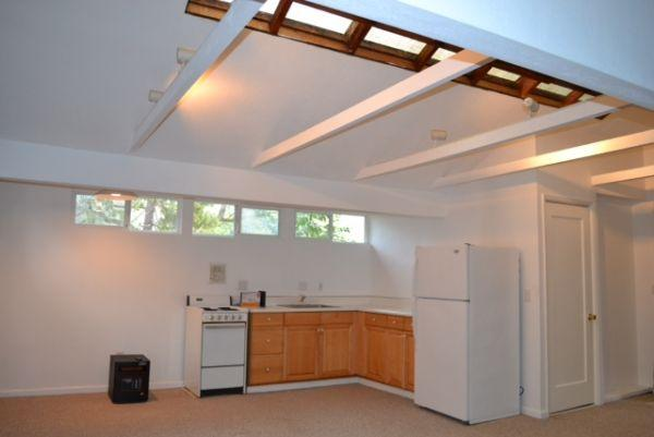 $1395 / 485ft² - Portola Valley Studio Cottage