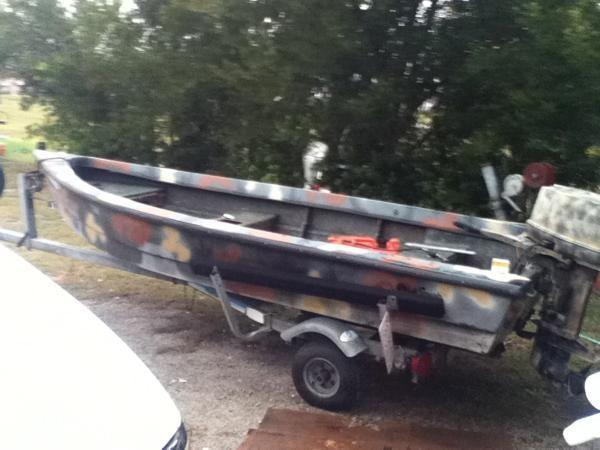 14 39 Camo Fiberglass Boat In Very Nice Shape 20hp And Galv