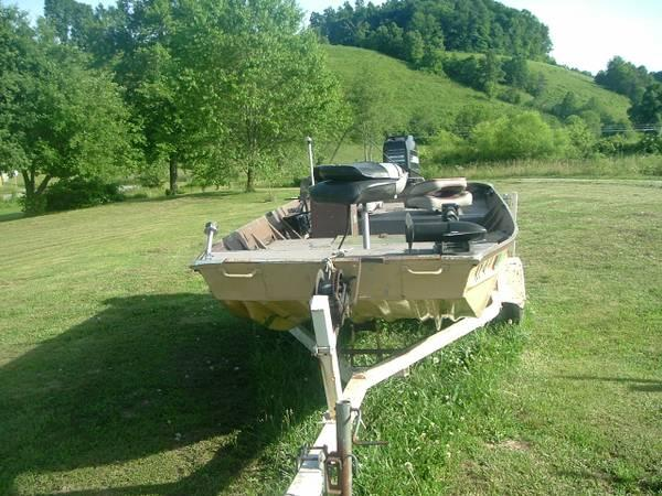 14 ft  fishing boat with 40 hp mercury - $1200