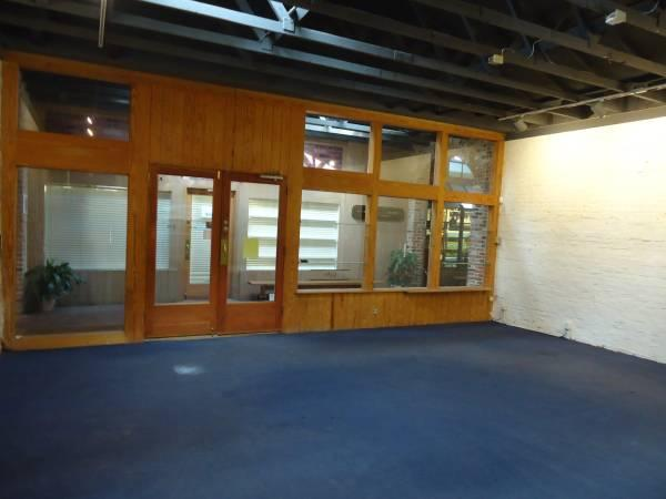 $1400 / 1325ft² - OFFICE OR RETAIL