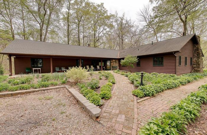 1489 S 700 E, Franklin, IN: One-of-a-King Log Cabin for ...