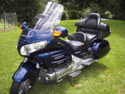 $15,000 2007 HONDA GOLDWING metallic blue, If you are looking for a great used bike this