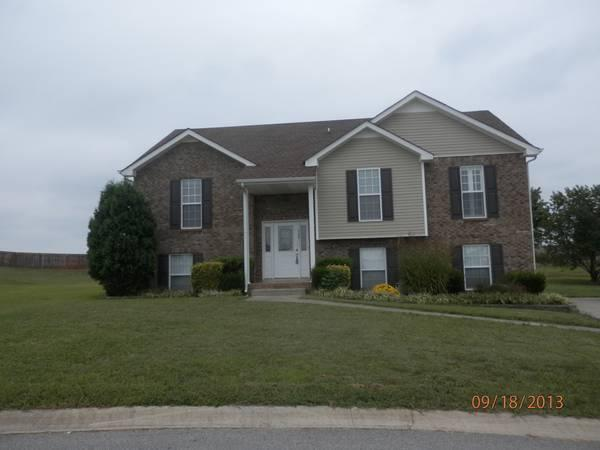 4br 2415ft Super Clean 2415 Sq Ft Home Exit 11 For Rent In Clarksville Tennessee