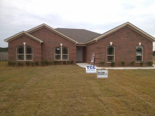 4br 1590ft sold sold new home corner lot side for Side load garage house plans