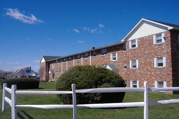 2br Day For Worry Free Living All Furniture And Utilities Included Perfect Lehigh Valley