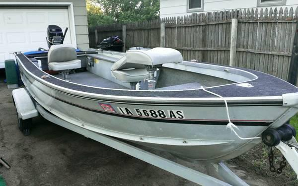 17 ft alumacraft backtroller v fishing boat for sale in for Fishing boats for sale in iowa