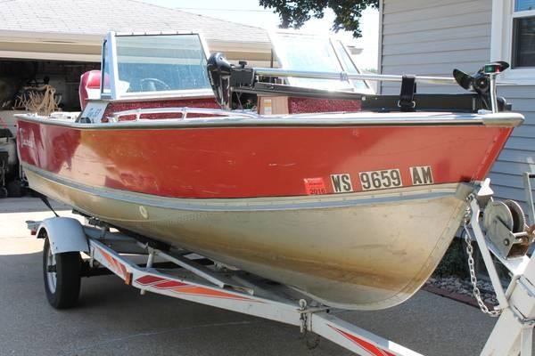 17 Ft. Dual Console Lund with 90 HP Evinrude Outboard