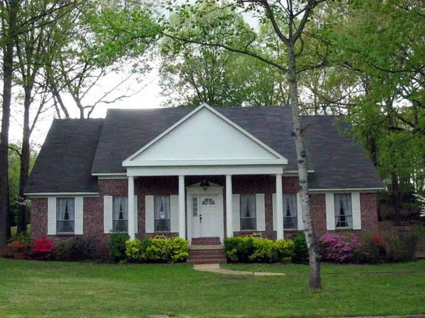$1700 / 4br - Large brick home in Walnut Grove Lake for