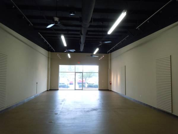 1750ft² - RETAIL/ SHOWROOM AVAILABLE