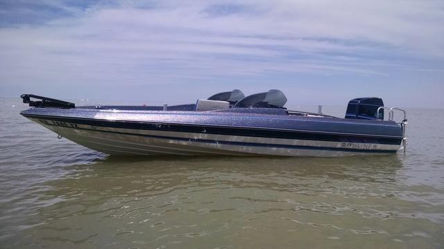 18' 1987 Bayliner Fish/Ski Trophy