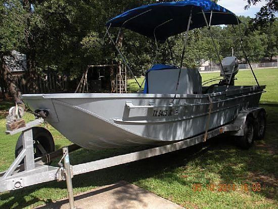 18' 1990 Bailey Bridge Boat Center Console