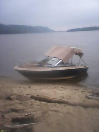 18' Century Bowrider Speedboat - for Sale in Freeport, Illinois