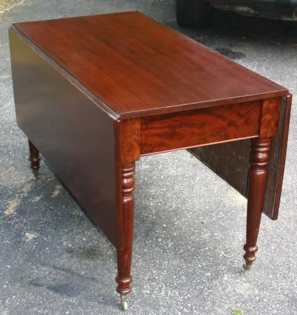 Charmant 1800s Solid Mahogany Drop Leaf Dining Table   $1200