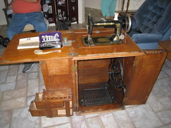 1901 new home treadle sewing machine and cabinet for sale in saint george utah classified. Black Bedroom Furniture Sets. Home Design Ideas