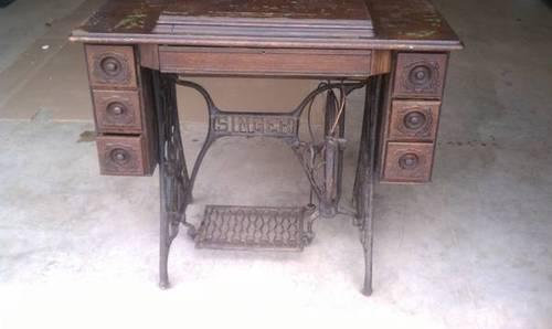 1902 Singer Treadle Sewing Machine w 7 Drawers