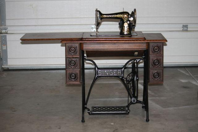 1904n SINGER SEWING MACHINE IN ORNATE CABINET!!