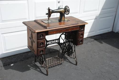 1913 VINTAGE ANTIQUE SINGER TREADLE SEWING MACHINE IN CABINET MODEL 1 ...