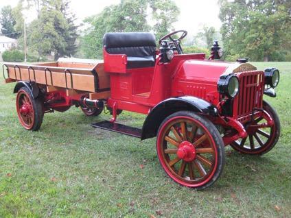 1919 FEDERAL MOTOR TRUCK 2 T0N MODEL UE13 136 -Delivery Worldwide free