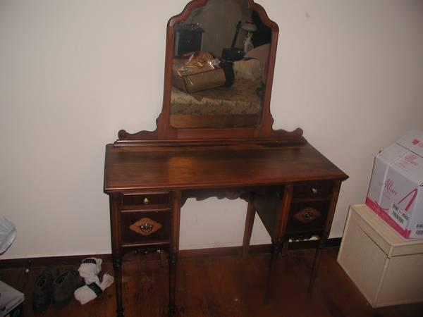 1930's Antique Vanity - $80 - 1930's Antique Vanity - For Sale In Duncannon, Pennsylvania