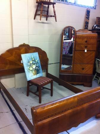 1930 S Art Deco Waterfall Bedroom Set For Sale In Cocoa
