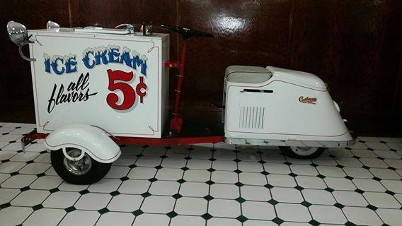 1947 Cushman Ice Cream Wagon (WI) -