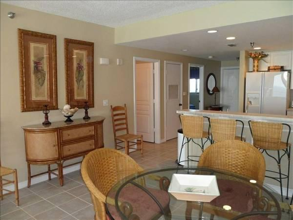 - $195 / 2br - High rise 2 bedroom Gulf front Condo